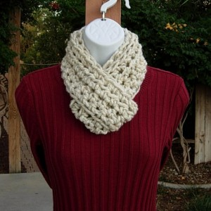 Small INFINITY SCARF, Skinny Loop Scarf, Little Winter Cowl, Off White Wheat Soft Narrow Wool Blend Crochet Knit..Ready to Ship in 2 Days