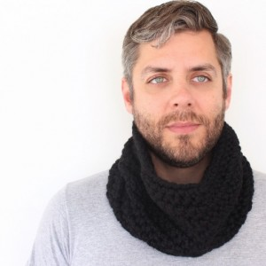 SALE - Unisex Crochet Circle Scarf in Black - Cowl Scarf - Neckwarmer - Ready to Ship