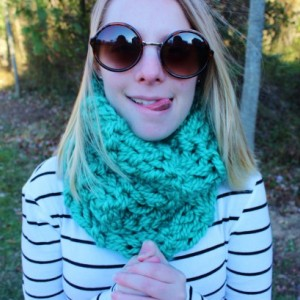 Teal Green Knitted Circle Scarf with Double Knit Loop Pattern, Chunky Soft Fashion Neck Warmer