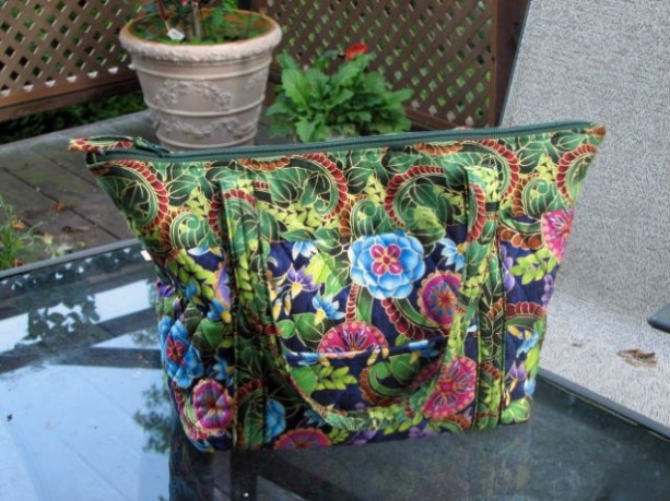 Multicolor Bold Print Handbag with outer pockets