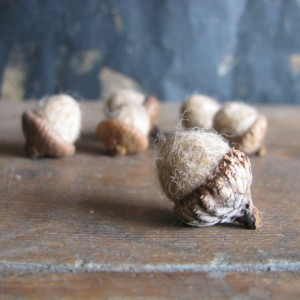 Felted wool acorns, set of 6, Light Tan, for autumn decoration, tan bowl filler, winter home decor, waldorf children, autumn wedding decor