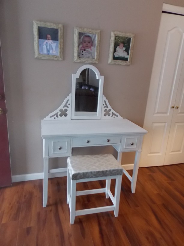 Customizable Vanity Table Makeup Table Makeup