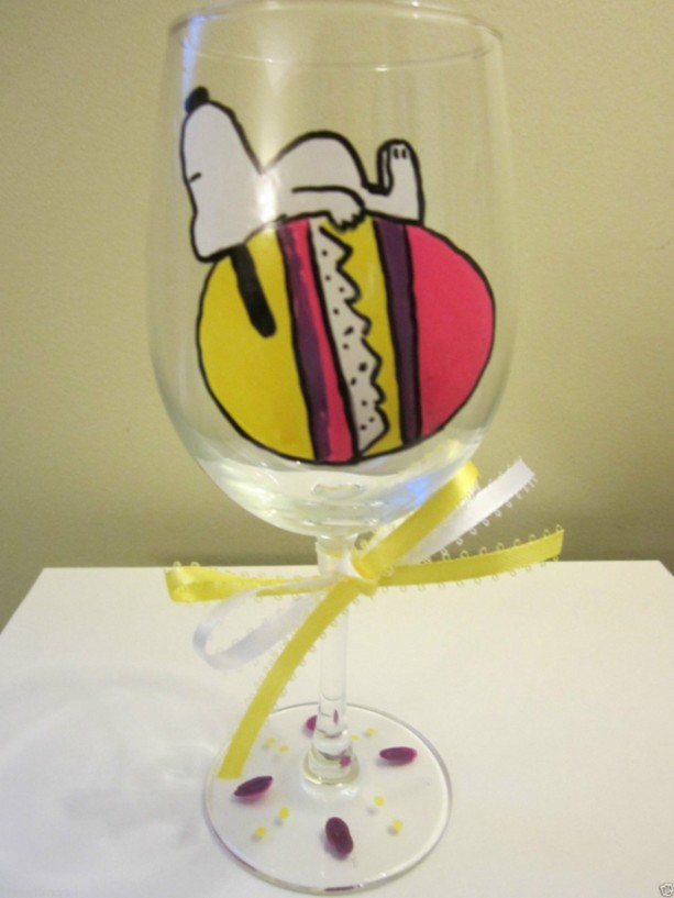 Hand Painted Wine Glass Snoopy Easter Egg 12 oz