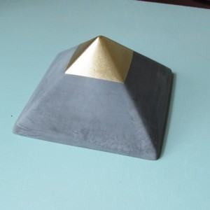 Geometric Pyramid || Concrete Décor || Paperweight and Gift