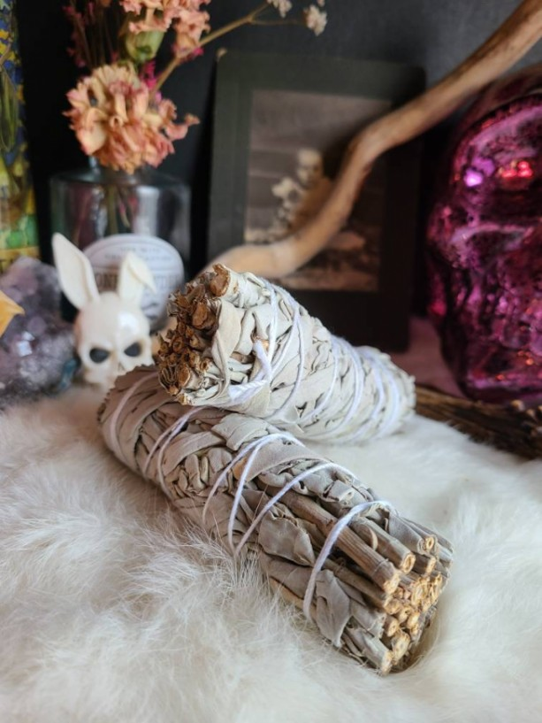 Wunderland accoutrements //  Clean air// smudge sticks // air purification // clean air policy // smells good