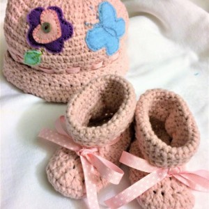 Pink Crochet Newborn Set, Baby girl Set, Crochet Baby girl Hat and Booties Set,flower and butterfly decorated DES#003
