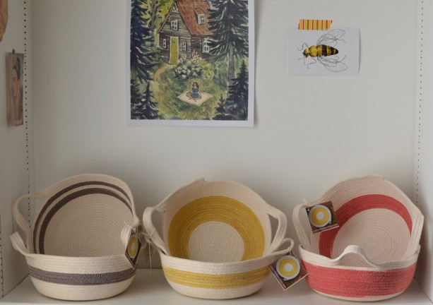 rope basket - with handles - natural white with yellow, brown or red