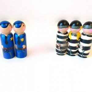 Cops and robbers peg dolls / Gift for boys / Natural wood toy / Stocking stuffer / Cops and robbers party /  topper / favors / peg people