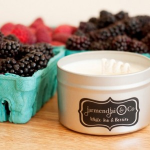 White Tea and Berries Scented Soy Candle, Hand Poured Soy Wax Scented Candle, Scented Candle, Soy Candle Tin, Home Fragrance, Gift for Women
