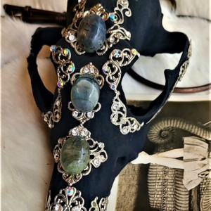 Wunderland Exclusive // Elegant death. ONE OF A KIND!! // decorated skull //labradorite // curiosity collection // gothic home