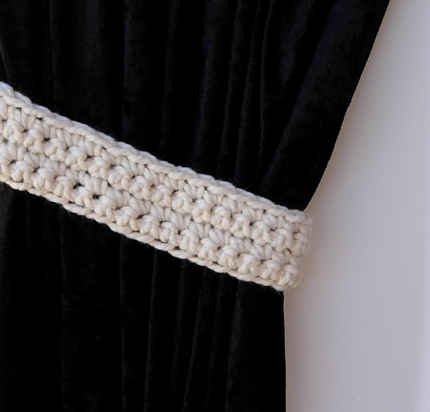 One Pair of Solid Light Cream Curtain Tie Backs, Crochet Off White Drapery Tiebacks for Drapes, Modern Holdbacks, Ready to Ship in 3 Days