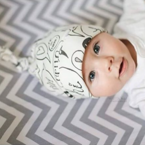 Organic Newborn Baby Knotted Hat   Hello There Print