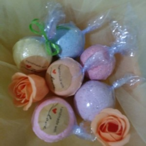 FREE SHIP Six 3.5 oz Medium Size Natural Essential Oils Bath Bomb Variety 6 pack Gift Set,
