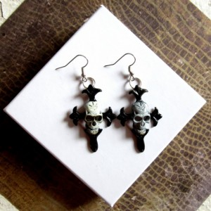 Goth Earrings, Skull and Crossbones Earrings, Skull Earrings, Pirate Earrings, Creepy Earrings, Pirate Jewelry, Skull Jewelry, Punk Earrings