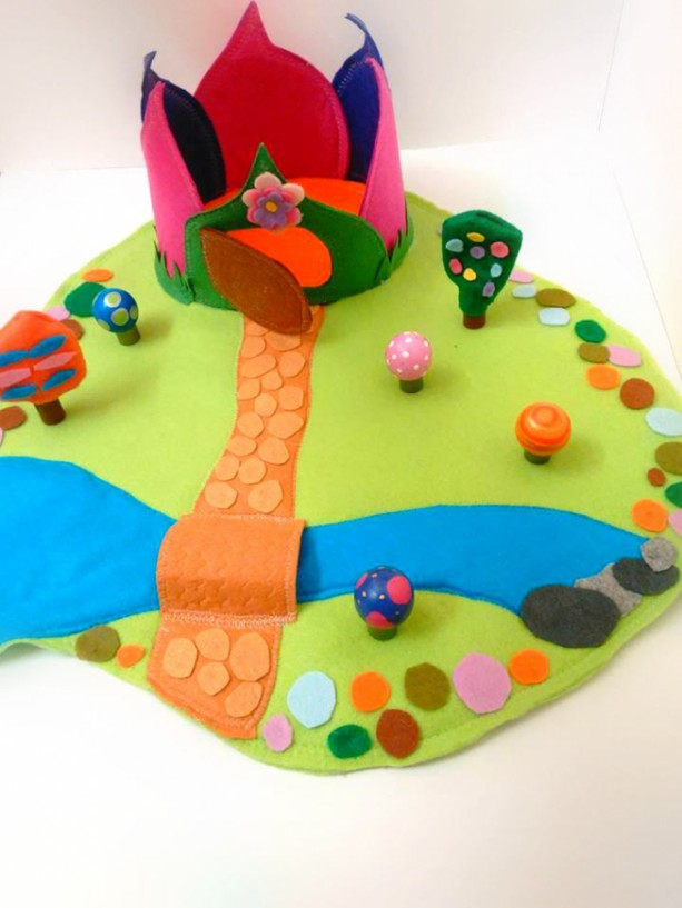 Woodland felt play mat - Fairy home - Gifts for girls - Girls toys - Gnome home - Felt toys - PLaymat - Dollhouse - Small dolls - Waldorf