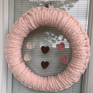Ready to ship | Crochet wreath | minimalist decor | valentine wreath | seasonal | hearts