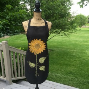 Sunflower apron for women, black apron with pockets, baking gifts, Christmas gift from daughter, rustic wedding gift, bridal shower gift,bes