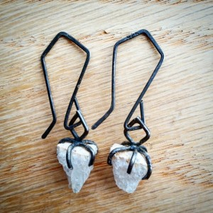 Raw Quartz Crystal Oxidized Sterling Silver Drop Dangle Earrings Svart Earrings