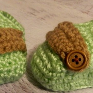 Sweet Green Unisex Crocheted Baby Moccasins