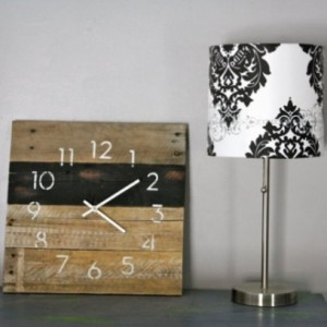 Black & White Reclaimed Wood Wall Clock.  Pallet Wood.  Modern Numbers.