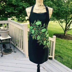 Black holly and berry Christmas apron with pockets, baking gifts, holiday apron for women, best selling items, Christmas gift ideas