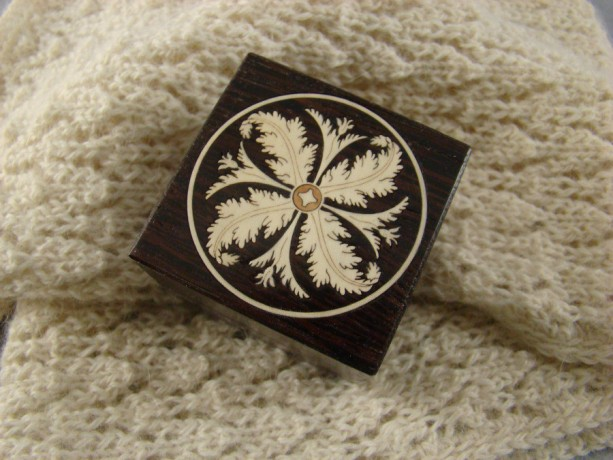 Ring box of wenge with inlaid Acanthus leaf. Free shipping and engraving. RB5