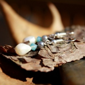 Pearl earrings with teal accent