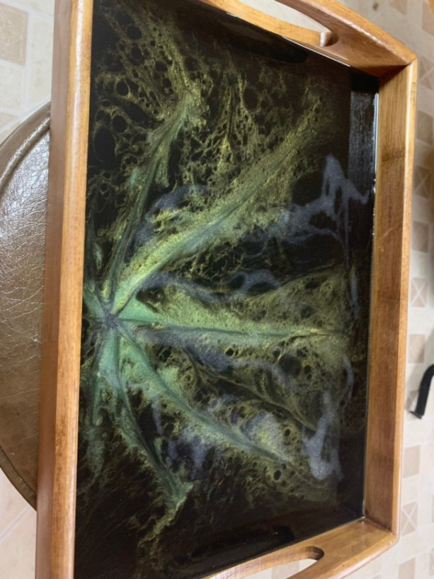 Large Marijuana Leaf Serving Tray, Resin Art, Epoxy Art, Hand Painted Tray, Epoxy Resin Art Tray, Bamboo Serving Tray