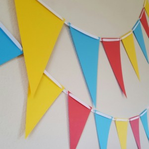 Paper Bunting, Paper Flags, Circus Bunting, Circus Flags, Carnival Flags, Photo Shoot Prop, Birthday Photo Backdrop, Circus Decorations