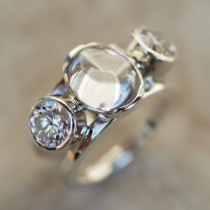 EXCLUSIVE DESIGN! White Diamond Oval with Faceted Cubic Zirconia RING