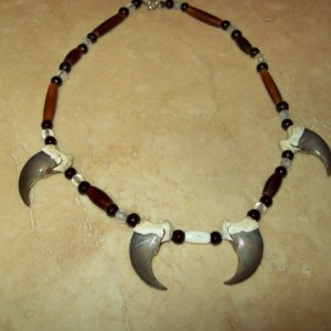 Bear claw necklace native american made 4 rear claws