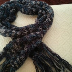 Soft and cuddly cable knit scarf with fringe - Deep Midnight