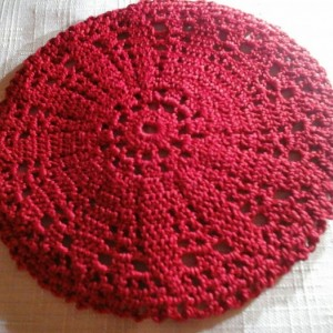 Small Petal Doily in Red.