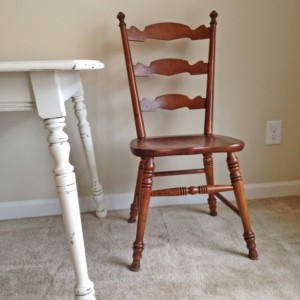 Distressed Antique White Dinning Table and Chairs