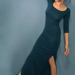 Fitted maxi dress with above the knee slits at both sides, available in multiple colors!