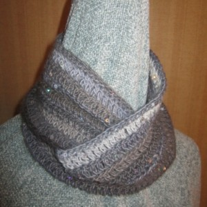 Crocheted cowl/scarf