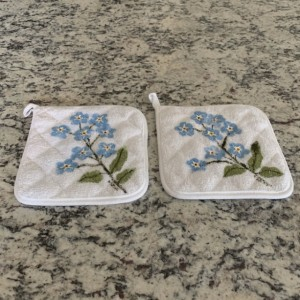 Forget me not potholders set of 2, hostess gift, baking gift, mom gift, Christmas gift from daughter, best selling items, kitchen gifts