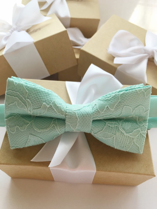 Mint Green Lace Bow Tie - Mint Men's Bow Tie - Groom Bow Tie - Bridal Party Bow Tie - Mint Baby Bow Tie -Groomsmen Bow Tie