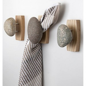 Single Sea Stones Stone Coast Hook/Towel Holder on an Ash Wood Backplate, Wall Mounted, Natural Stones, Ash Hardwood, Coat Rack, Bath Hook