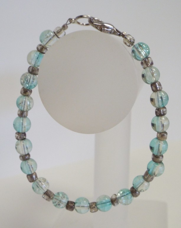 Light Blue and Clear Ombre Crackle Glass Bead Bracelet