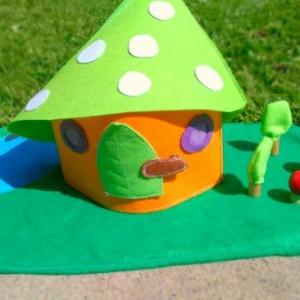 woodland mushroom play mat - Fairy home - Gome home - Fairy doll  - Pixie - girls toys - Small dollhouse - Dollhouse - Peg dolls - Felt toy