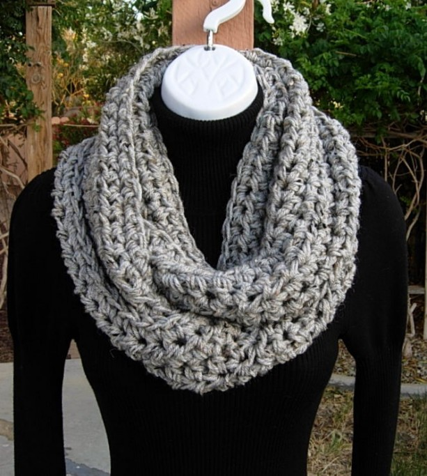 INFINITY SCARF, Light Gray Cowl, Grey Loop Scarf, Gray Tweed Scarf, Crochet Scarf, Soft Winter Scarf, Bulky Scarf..Ready to Ship in 3 Days