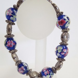 Large Blown glas Flower Bead and Silver Flower Bead Bracelet