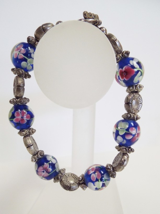 Large Blown glas Flower Bead and Silver Flower Bead Bracelet