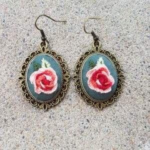 Embroidered  jewelry peach roses