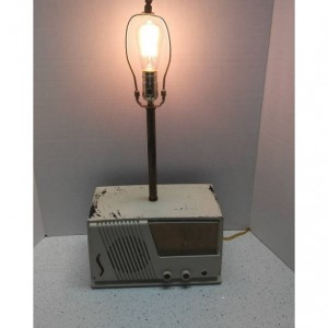 Vintage Radio Lamp/ Table Lamp/ Desk Lamp