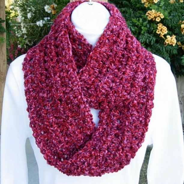 INFINITY SCARF, Red Loop Scarf, Pink Red Scarf, Pink Purple Scarf, Soft Thick Cowl, Crochet Knit Scarf, Winter Neck Warmer Pink Circle Scarf