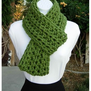 INFINITY SCARF Loop Cowl, Solid Green, Bulky Soft Wool Blend, Crochet Knit Winter Circle Endless Wrap, Neck Warmer..Ready to Ship in 2 Days