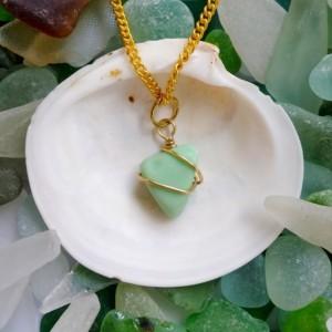 Green sea milk glass necklace, milk glass necklace, sea glass necklace, milk glass jewelry, sea glass jewelry, green necklace, green glass