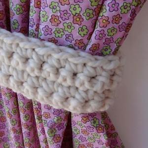One Pair of Solid Light Cream Curtain Tie Backs, Crochet Off White Drapery Tiebacks for Drapes, Modern Holdbacks, Ready to Ship in 3 Days